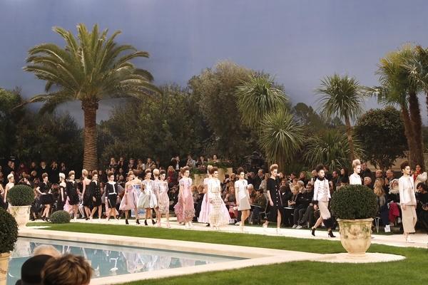 Chanel的梦幻秀场  图片源自视觉中国