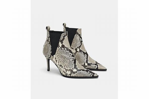 Zara尖头蛇纹裸靴 官网有售  图片源自品牌