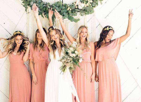 新娘与伴娘们  图片来自Wedding Venues
