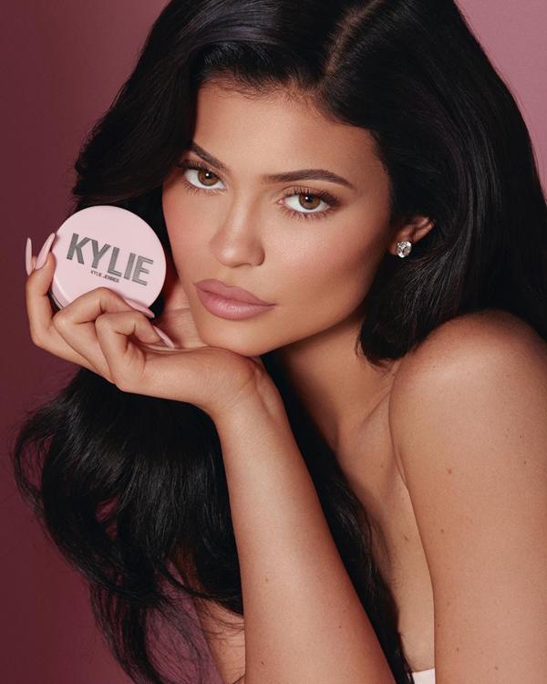 听说10亿富婆Kylie Jenner新出的护肤品被群嘲了?
