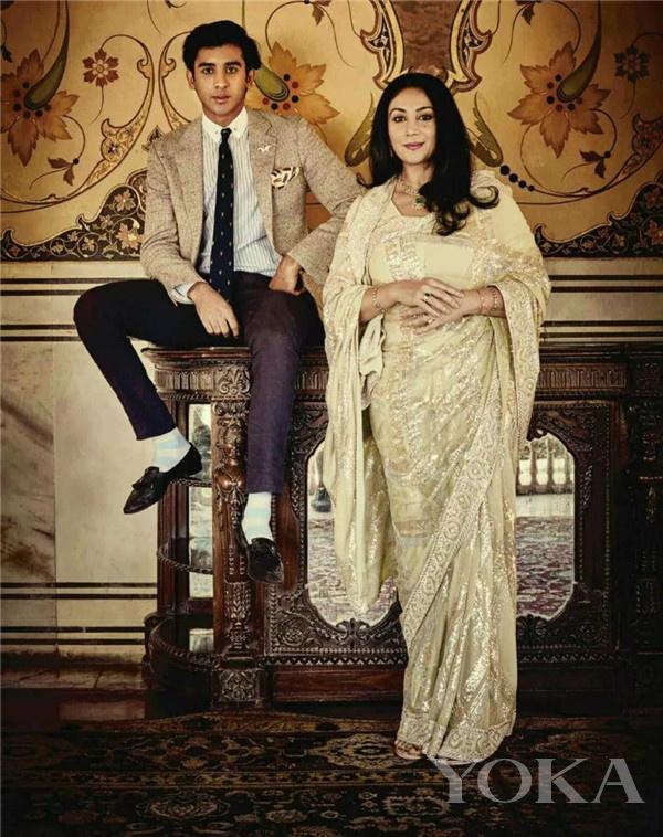 辛格和母亲(图片来源于Pinterest)