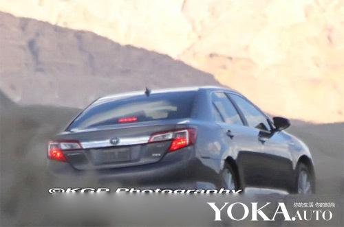 丰田凯美瑞混合动力版尾部谍照高清图片