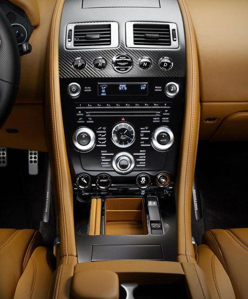 阿斯顿马丁碳纤版dbs内饰   在车身内部的内饰也采用碳纤高清图片