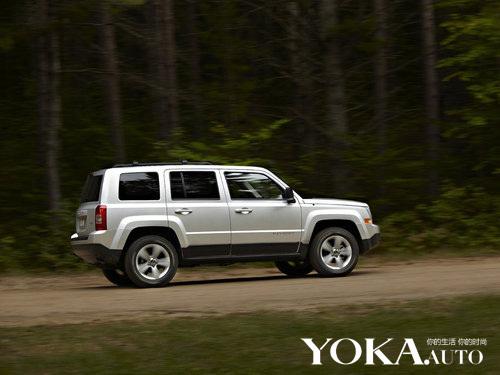 2012款Jeep自由客路试