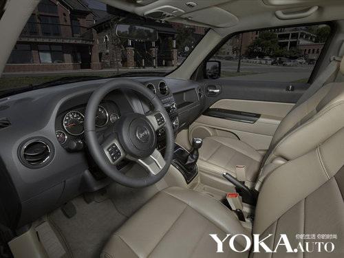 2012款Jeep自由客内饰