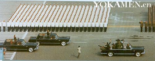 邓小平检阅部队时,也使用的是红旗检阅车
