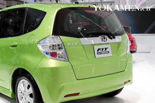 整体造型与普通版车型一致,细节标识体现身份