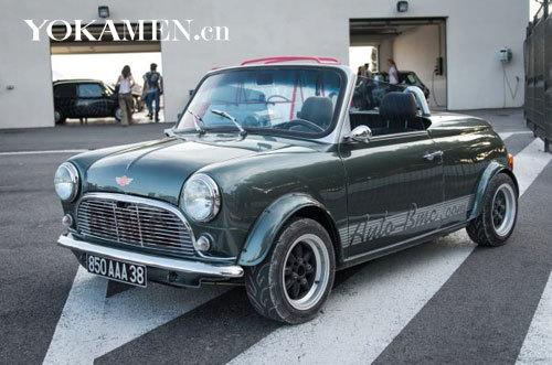 很多稀有的古董车也参加这次嘉年华