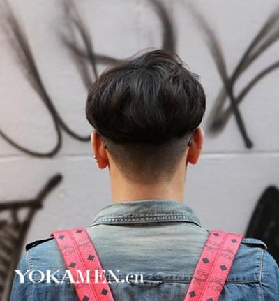 男士 理容 发型 正文  这款发型把两侧头发剃光,营造了立体感.