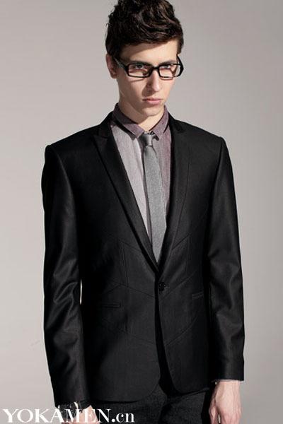 黑色西装配黑色衬衫_黑西装配黑衬衣