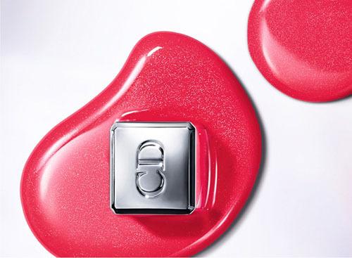 Dior 推出全新瘾诱魔力镜光唇彩系列
