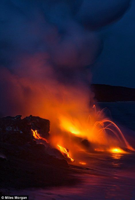 """用生命在摄影!美摄影师冒死拍活火山""""奇景"""""""