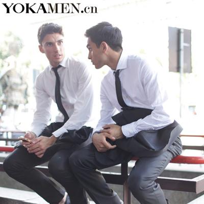 白衬衣搭配深色领带-一招 印花拼接种类多 夏日衬衫不同颜色不同搭