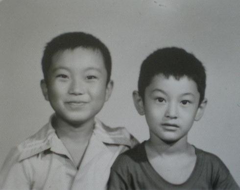 黄晓明幼年照(右)