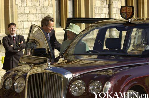 女王乘坐宾利State Limousine
