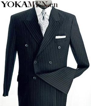 暗色双排扣的西装可以适合大多数的场合