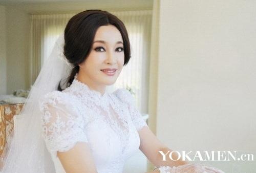 刘晓庆再披婚纱 四度走进婚姻