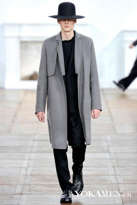 矮个男生巧穿大衣 显身高