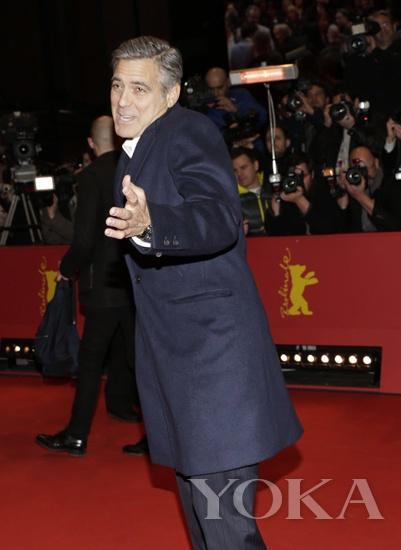 乔治-克鲁尼 长袖大衣都无法阻挡秀腕表的热情
