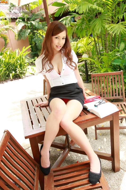 日本美少女丸高爱g变性感女教师