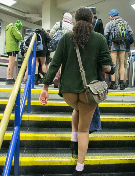 世界无裤日 各地美女脱裤挤地铁