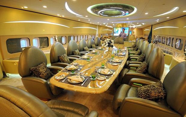 探秘富豪的奢华私人飞机 成龙大哥最为个性