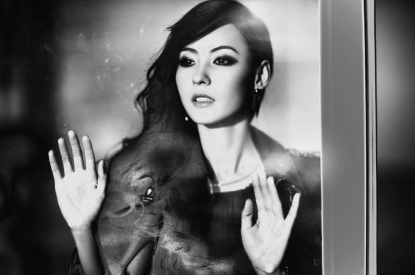 张柏芝登时尚杂志封面 复古造型显知性优雅(3)