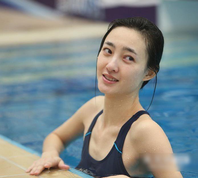王丽坤跳水时的素颜照片